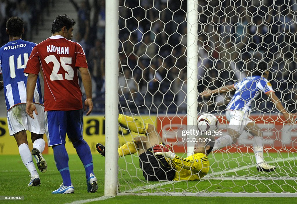 Rapid Vienna's goalkeeper Raimund Hedl (C) lies on the ground as FC Porto's forwardRadamel Falcao (R) from Colombia celebrates his goal against Rapid Vienna during their UEFA Europa League football match at the Dragao Stadium in Porto, on September 16, 2010. Porto won 3-0.