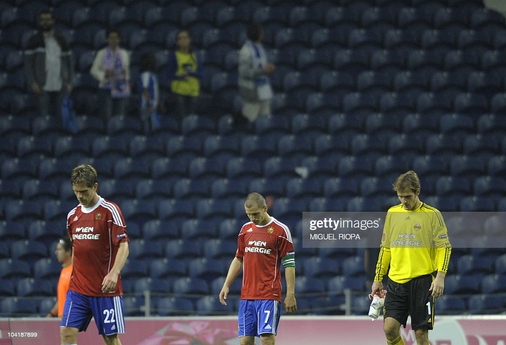 Rapid Vienna's goalkeeper Raimund Hedl (R), midfielder Stefan Kulovits (C) and Norwegian defender Ragnvald Soma react as they leave the pitch at the end of their UEFA Europa League football match at the Dragao Stadium in Porto, on September 16, 2010. Porto won 3-0.
