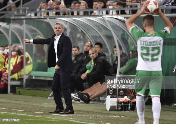 Rapid Wien's Austrian coach Dietmar Kuhbauer gestures during the UEFA Europa League group H football match between SK Rapid Wien and GNK Dinamo...