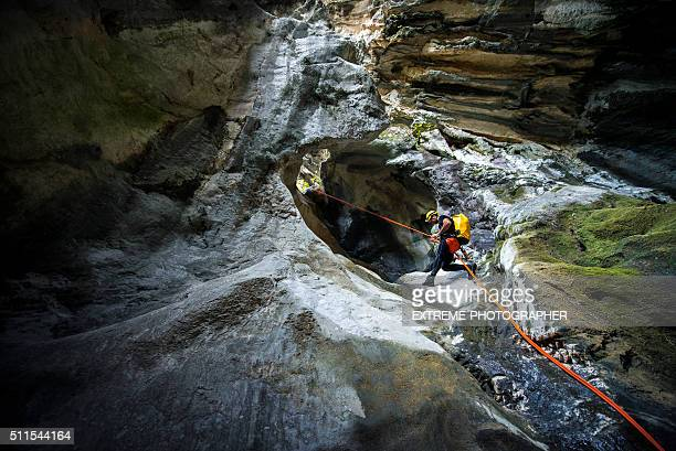 Descente en rappel le long de la Cave