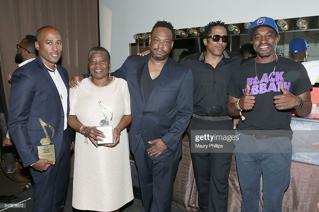 Rapper Ali Shaheed Muhammad of A Tribe Called Quest, Cheryl Boyce-Taylor, mother of the late rapper Phife Dawg, and rappers Jarobi White and Q-Tip of A Tribe Called Quest, recipients of the ASCAP Golden Note Award, with presenter Andre 3000 pose at the 2016 ASCAP Rhythm & Soul Awards at the Beverly Wilshire Four Seasons Hotel on June 23, 2016 in Beverly Hills, California.