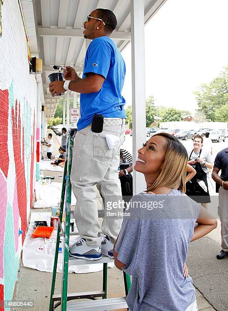 Rapper and Actor Chris Ludacris Bridges and recording artist Keri Hilson discuss the mural she codesigned as part of the Bing Summer of Doing at...
