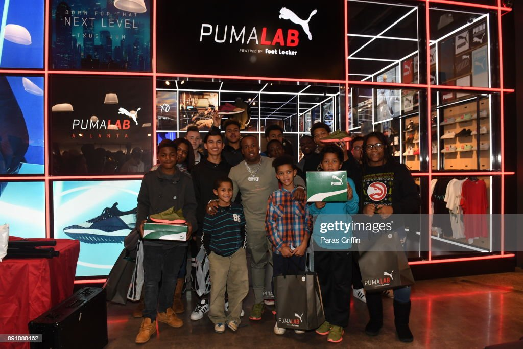 taille 40 44134 fa5ee Rapper And PUMA Ambassador Yo Gotti poses with shoppers at ...