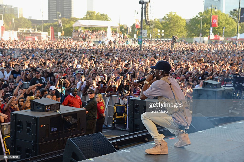 Rapper Big Sean performs onstage during the 2015 Budweiser Made in America Festival at Benjamin Franklin Parkway on September 6, 2015 in Philadelphia, Pennsylvania.