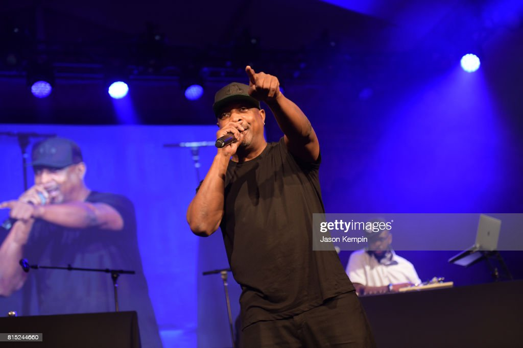 """Russell Simmons' Rush Philanthropic Arts Foundation Hosts """"Midnight At The Oasis"""" Annual Art For Life Benefit - Inside"""