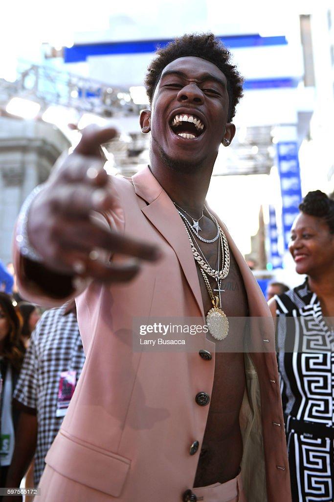 2016 MTV Video Music Awards - Red Carpet : News Photo