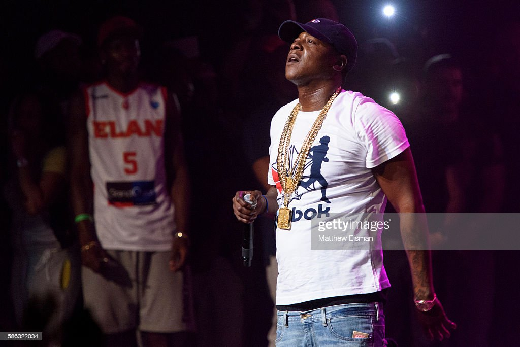 Rapper Jadakiss performs live on stage at the Apollo Theater on August 5, 2016 in New York City.