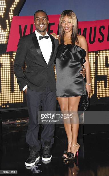 Rapper Kanye West and fiancee Alexis Phifer arrive at the 2007 Video Music Awards at the Palms Casino Resort on August 9, 2007 in Las Vegas, Nevada.