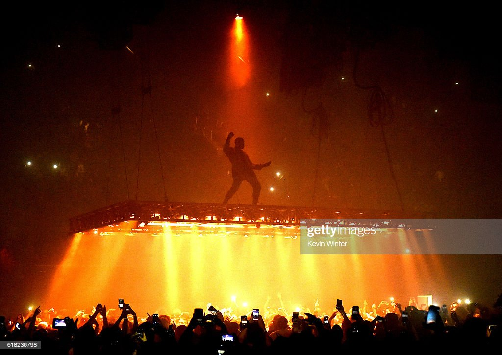 Kanye West Performs At The Forum : News Photo