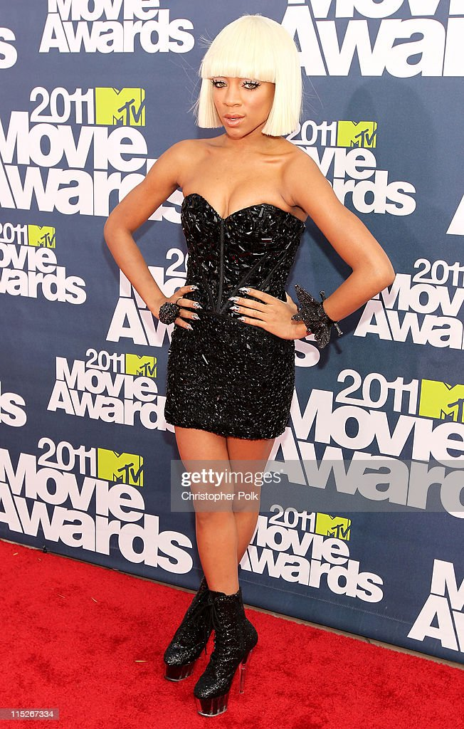 Rapper Lil Mama arrives at the 2011 MTV Movie Awards at Universal Studios' Gibson Amphitheatre on June 5, 2011 in Universal City, California.