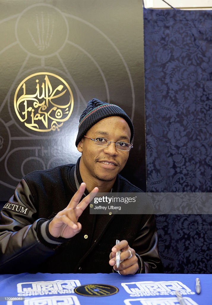 """Lupe Fiasco Signs Copies of his CD """"The Cool"""" at J&R Music and Co"""