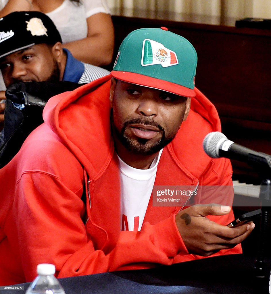 Rapper Method Man of the Wu-Tang Clan poses at a press conference to announce they have signed with Warner Bros. Records at Warner Bros. Records on October 2, 2014 in Burbank, California.