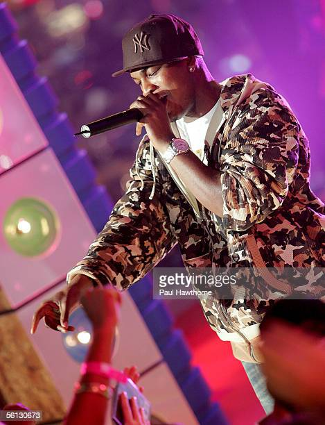 Rapper NeYo performs onstage during MTV's Total Request Live at the MTV Times Square Studios on November 9 2005 in New York City