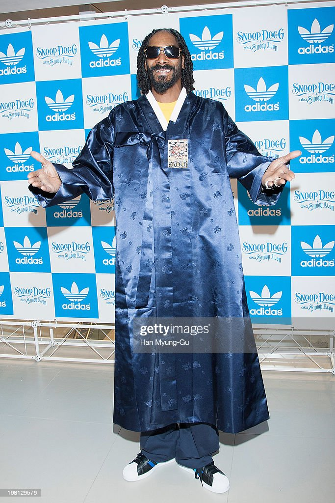 Snoop Dogg Visits adidas Flagship Store : Fotografía de noticias