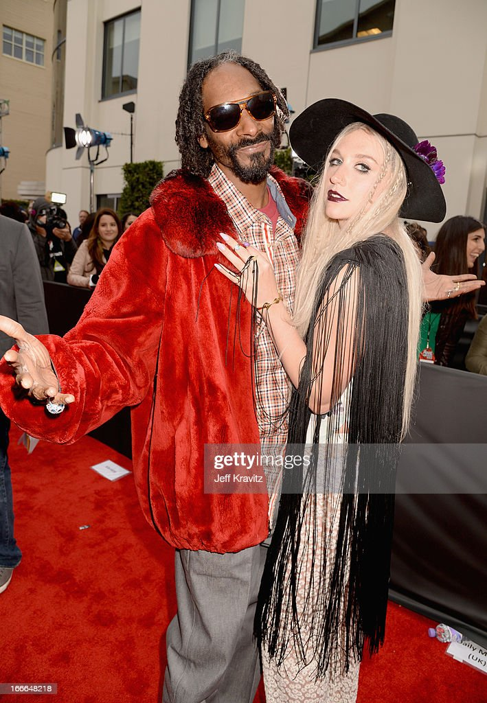 Rapper Snoop Dogg (L) and singer Ke$ha attend the 2013 MTV Movie Awards at Sony Pictures Studios on April 14, 2013 in Culver City, California.