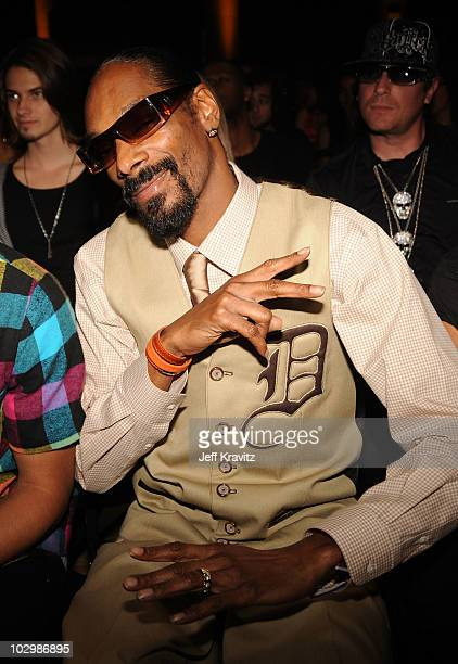 Rapper Snoop Dogg attends the 2010 VH1 Do Something! Awards held at the Hollywood Palladium on July 19, 2010 in Hollywood, California.
