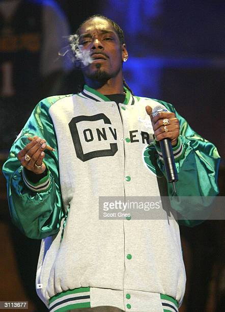 Rapper Snoop Dogg performs at the Comedy Central Bar Mitzvah Bash on March 19 2004 in the Hammerstein Ballroom at Manhattan Center Studios in New...