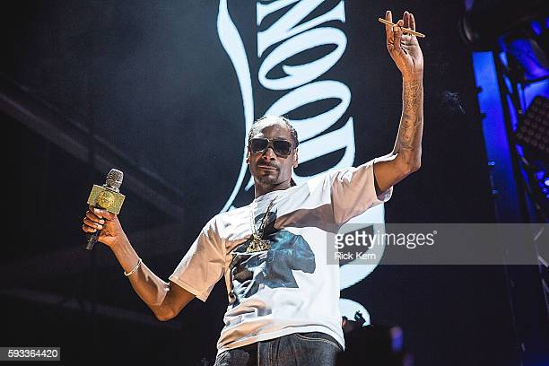 Rapper Snoop Dogg performs onstage during 'The High Road Tour' at Austin360 Amphitheater on August 21 2016 in Austin Texas