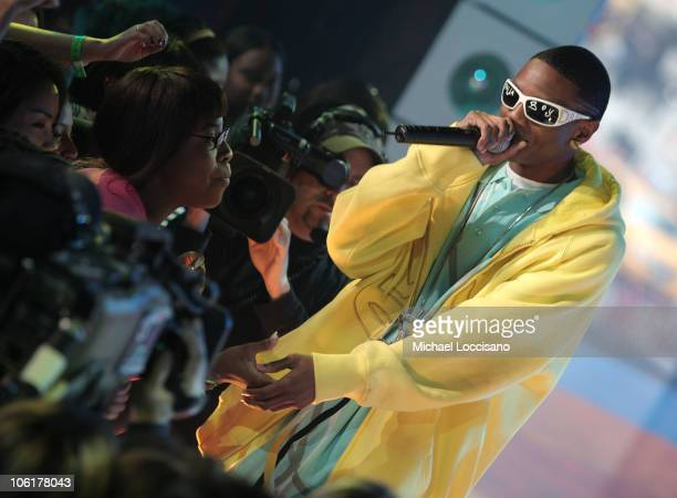Rapper Soulja Boy performs on MTV's TRL at MTV's Times Square Studio in New York City on November 12 2007 The air date for this show is November 14...