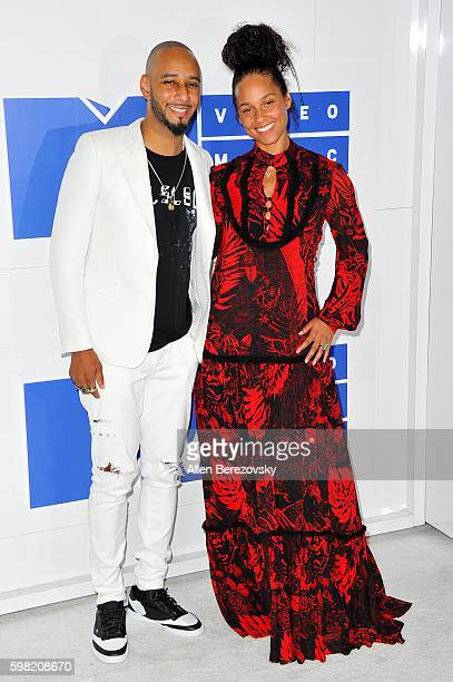 Rapper Swizz Beatz and singer Alicia Keys arrive at the 2016 MTV Video Music Awards at Madison Square Garden on August 28 2016 in New York City