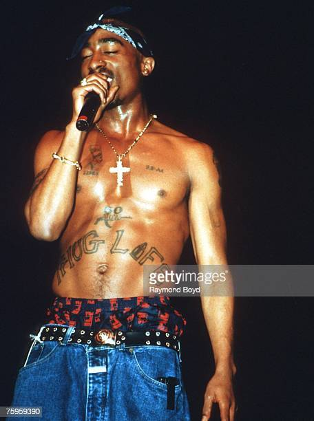 Rapper Tupac Shakur performs onstage in 1994 in Chicago Illinois