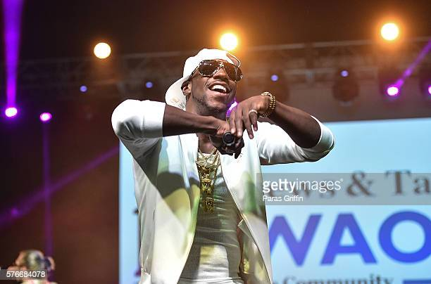 Rapper Young Dro performs on stage at V-103 Car & Bike Show at Georgia World Congress Center on July 16, 2016 in Atlanta, Georgia.