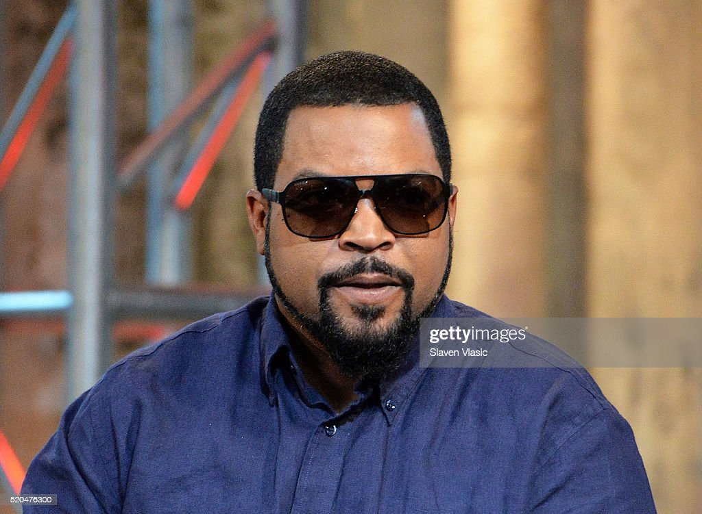 """AOL Build Speaker Series - Ice Cube, Common, Cedric the Entertainer and Eve, """"Barbershop: The Next Cut"""" : News Photo"""
