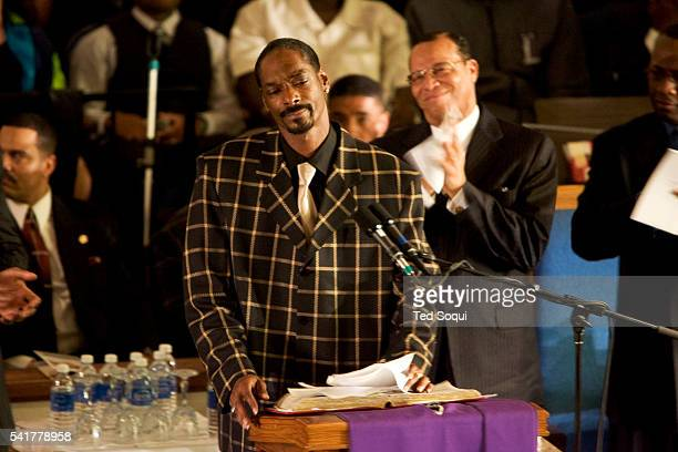 Rapperactor Snoop Dogg speaking at the funeral services for Stanley 'Tookie' Williams at Bethel AME Church in South Central Los Angeles Approx 2000...