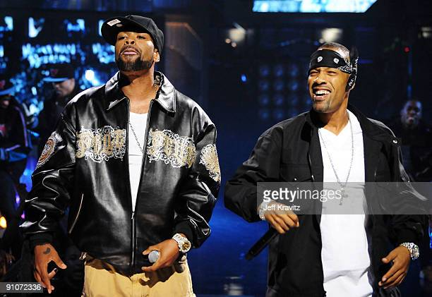 Rappers Method Man and Redman onstage at the 2009 VH1 Hip Hop Honors at the Brooklyn Academy of Music on September 23 2009 in the Brooklyn borough of...