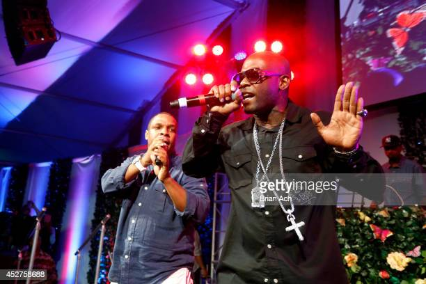 Rappers Rappers Vin Rock and Treach of Naughty by Nature perform on stage at the 15th annual Art for Life Gala hosted by Russell and Danny Simmons at...