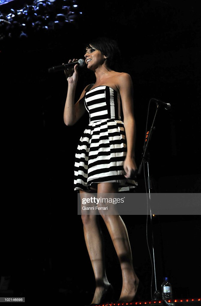 Raquel del Rosario, singer of the musical group 'El sueno de Morfeo ' and wifw of the pilot of 'Ferrari' Fernando Alonso, in a concert in benefit of the victims of the earthquake of Haiti, organized by the radio station 100, 24th April 2010, Palace of Sports, Madrid, Spain.