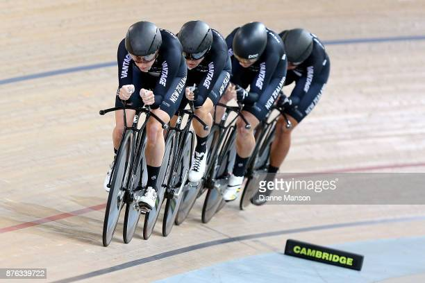 Raquel Sheath of New Zealand leads out front of the New Zealand team consisiting of Raquel Sheath Botha Bryony Rushlee Buchanan and Kirstie James in...