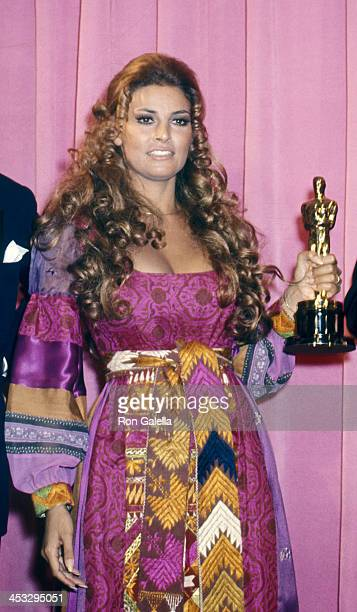 Raquel Welch attends 42nd Annual Academy Awards on April 7, 1970 at the Dorothy Chandler Pavilion in Los Angeles, California.