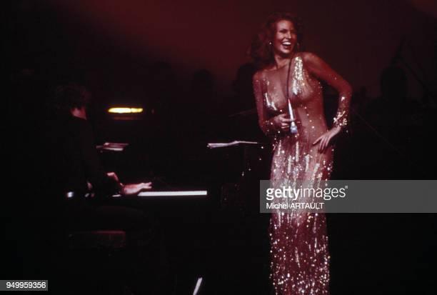 Raquel Welch au Palais des Congrès le 4 février 1976 à Paris France