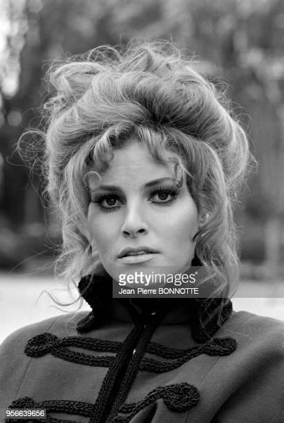 Raquel Welch lors du tournage d'une émission de télévision en janvier 1970 à Paris