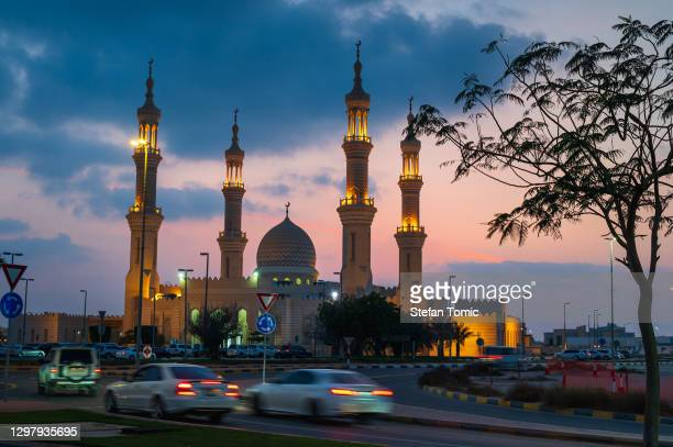 ras al khaimah largest mosque in the uae northern emirate at dusk - ras al khaimah stock pictures, royalty-free photos & images