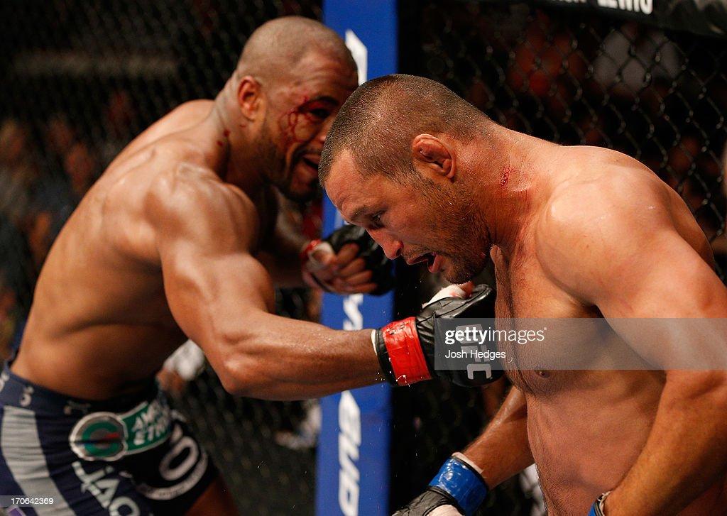 UFC 161: Evans v Henderson : News Photo
