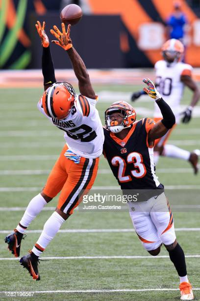 Rashard Higgins of the Cleveland Browns catches a ball while being defended by Darius Phillips of the Cincinnati Bengals during the fourth quarter at...