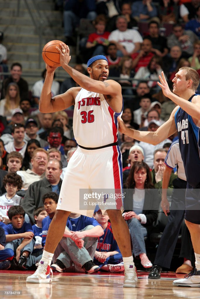 Rasheed Wallace #36 of the Detroit Pistons is defended by Dirk Nowitzki #41 of the Dallas Mavericks during the game at The Palace of Auburn Hills on March 18, 2007 in Auburn Hills, Michigan. The Mavericks won 92-88.