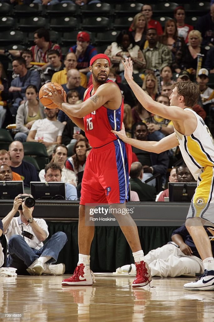 Rasheed Wallace #36 of the Detroit Pistons looks for an open pass over Troy Murphy #1 of the Indiana Pacers during the game at Conseco Fieldhouse on April 3, 2007 in Indianapolis, Indiana. The Pistons won 100-85.