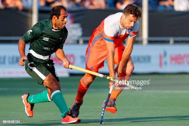 Rashid Mehmood of Pakistan Valentin Verga of Holland during the Champions Trophy match between Holland v Pakistan at the Hockeyclub Breda on June 26...