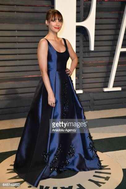 Rashida Jones poses as she arrives at the Vanity Fair Oscar Party in Beverly Hills California Los Angeles on February 26 2017