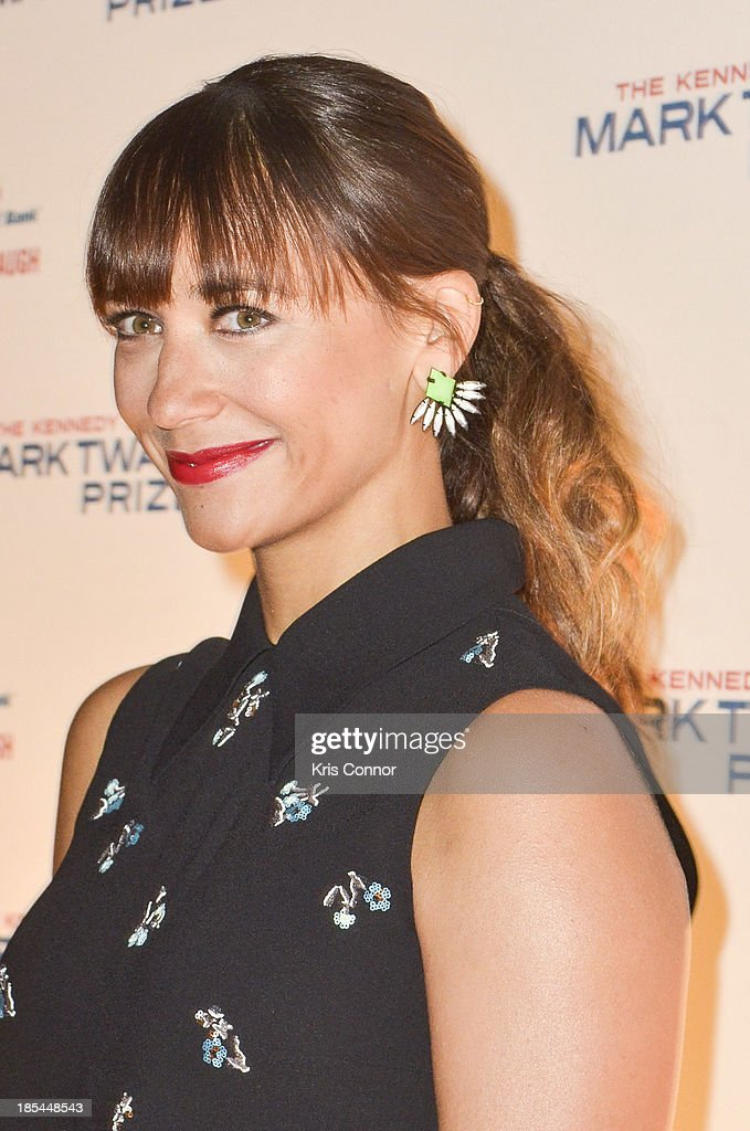 Rashida Jones poses on the red carpet during The 16th Annual Mark Twain Prize For American Humor at John F. Kennedy Center for the Performing Arts on October 20, 2013 in Washington, DC.