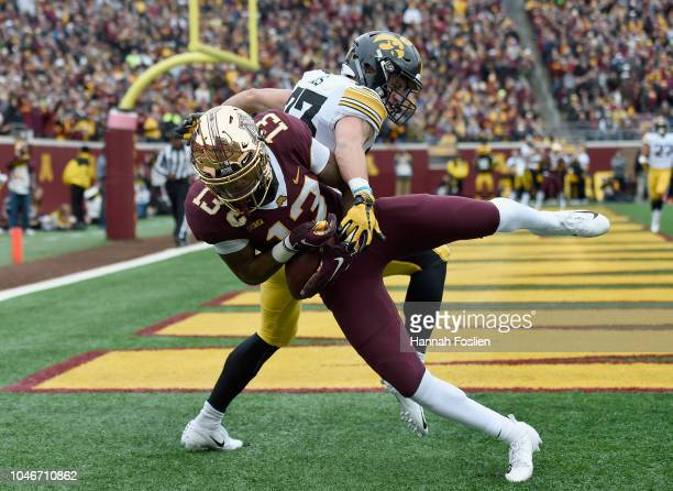 Rashod Bateman of the Minnesota Golden Gophers catches the ball for a touchdown against Riley Moss of the Iowa Hawkeyes during the first quarter of...