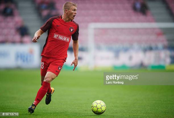 Rasmus Nissen of FC Midtjylland controls the ball during the UEFA Europa League Qualification match between FC Midtjylland and Ferencvarosi TC at MCH...