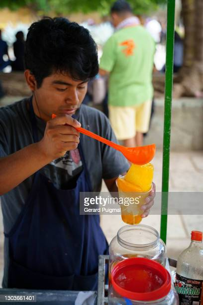 """raspados (shave ice) seller in oaxaca - """"gerard puigmal"""" stock pictures, royalty-free photos & images"""