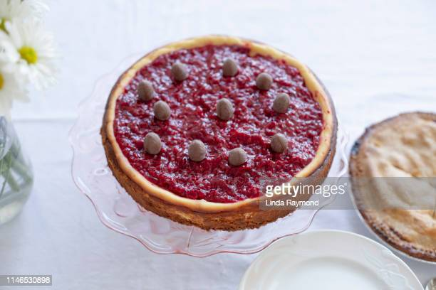 Raspberry Cheese cake with chocolat eggs on top