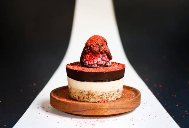 raspberry cheesecake for one - 餐後甜品 個照片及圖片檔
