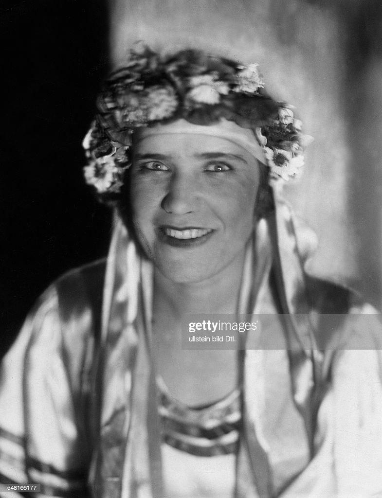 Rasputin, Maria - Author, Russia *27.03.1898-27.09.1977+ - as dancer in the circus Busch  - 1929 - Photographer: Elli Marcus  - Published by: 'Der Querschnitt' 02/1929  Vintage property of ullstein bild : Nieuwsfoto's