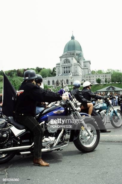 Rassemblement de motos lors d'une cérémonie religieuse le 1er juin 1997 à Montréal Canada